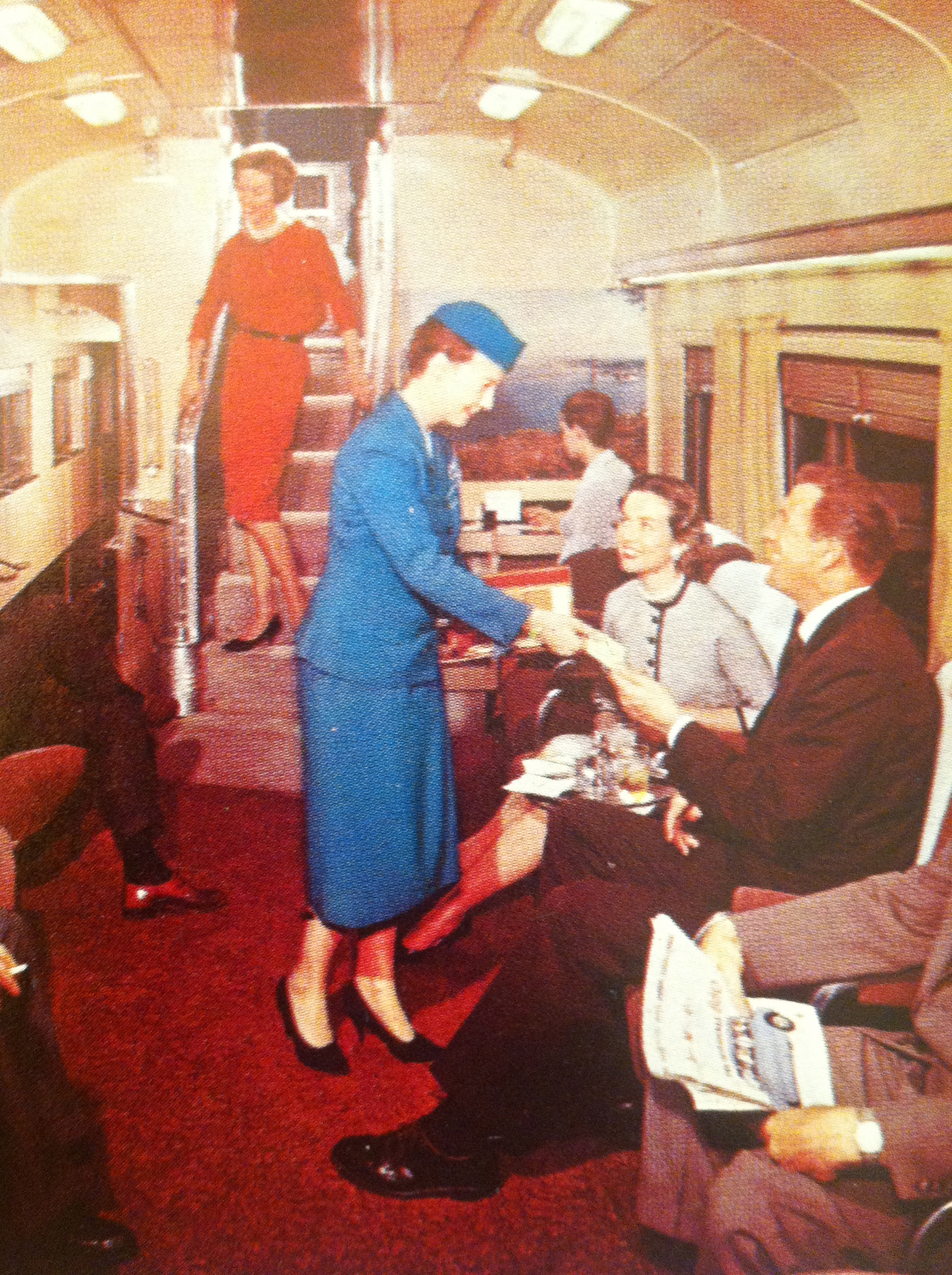The cocktail bar under the Vista Dome of the California Zephyr. (Picture above = the Cable Car Lounge)